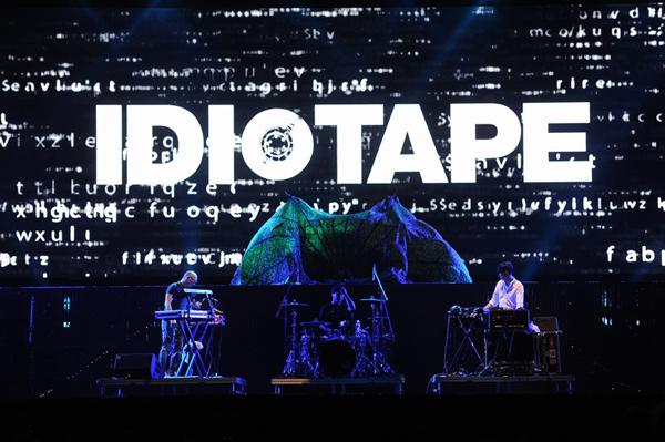 Idiotape là nhóm nhạc Indie thành lập vào năm 2010, gồm 6 nhà hòa âm và một tay trống, chơi nhạc điện tử pha chất rock. Dựa vào 13 năm kinh nghiệm làm DJ chuyên nghiệp, trưởng nhóm DGURU, với tài năng và đẳng cấp của mình, cùng với nhà hòa âm/nhạc sĩ Zeze, và tay trống nổi tiếng DR, các màn biểu diễn của Idiotape đều rất thành công.