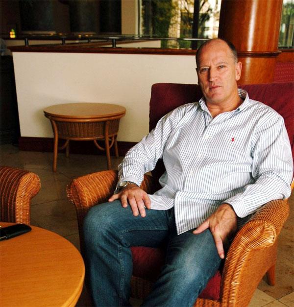 Cựu danh thủ Mark Aizlewood