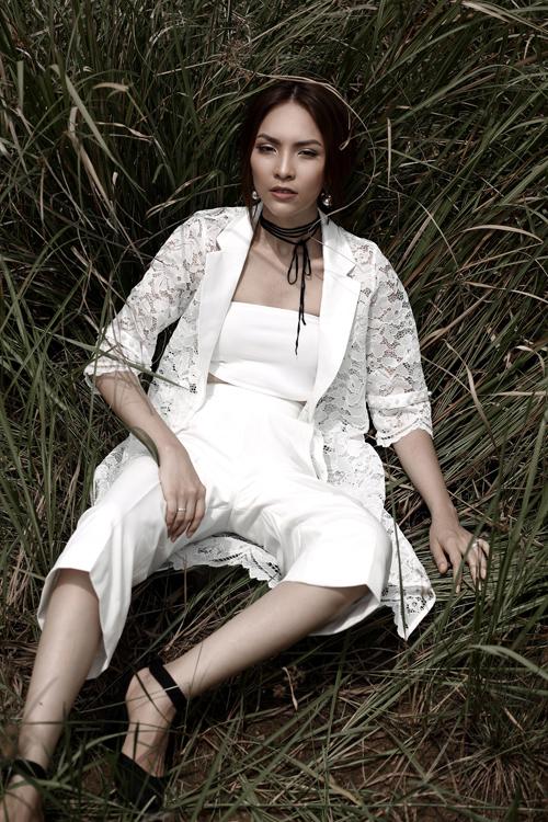 miss-ngoi-sao-kim-phuong-goi-cam-cung-trang-phuc-trang-den-6