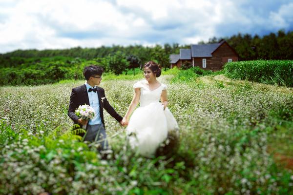 [Caption]Cặp đôi đã không được gặp nhau trong suốt một năm. Linh và Nga trò chuyện hàng ngày qua điện thoại, tin nhắn và cùng động viên nhau vượt qua khó khăn.