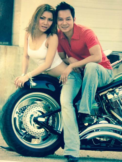 Chồng Hồng Ngọc đăng ảnh tình cảm hồi mới yêu của 2 vợ chồng. Anh viết: