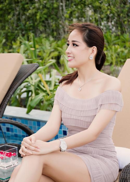 mai-phuong-thuy-xuat-hien-rang-ro-sau-su-co-photoshop-5