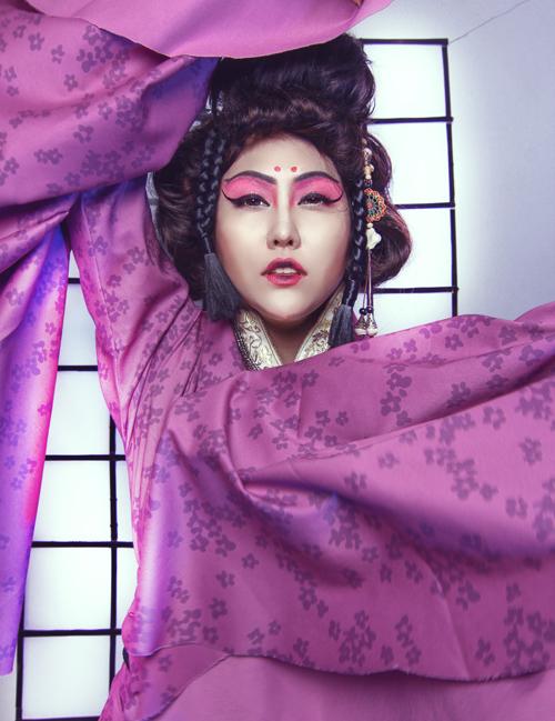 phi-thanh-van-dien-kimono-hoa-nang-geisha-1
