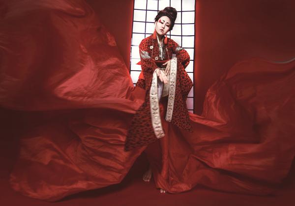 phi-thanh-van-dien-kimono-hoa-nang-geisha-6