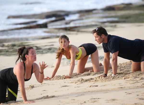 vo-crouch-tap-yoga-tren-bai-bien-4