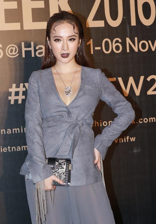 angela-phuong-trinh-lay-tay-che-nguc-vi-so-ho-henh-1