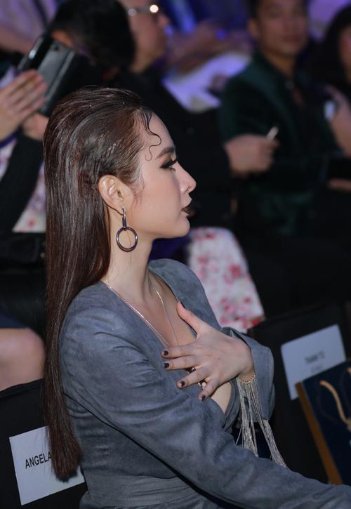 angela-phuong-trinh-khong-mac-noi-y-deo-trang-suc-1-6-ty-6