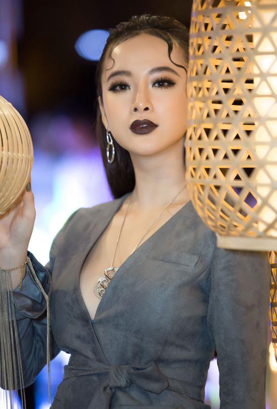angela-phuong-trinh-khong-mac-noi-y-deo-trang-suc-1-6-ty-3