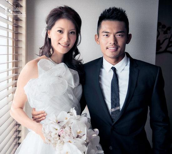 Lin Dan và hôn thê trong ngày cưới ngọt ngào năm 2012.