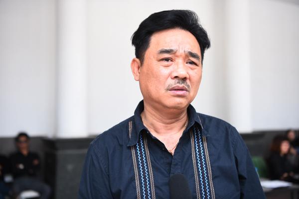 gia-dinh-dong-nghiep-roi-nuoc-mat-trong-tang-le-nsut-pham-bang-5