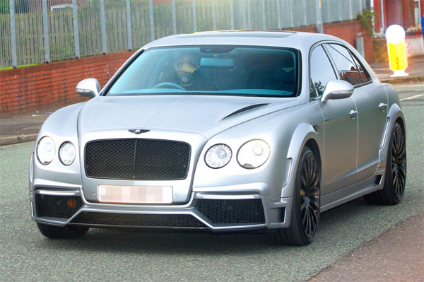 Ông thầy Guardiola của sao Anh nhiều lầm lái xe Bentley giống học trò dạo phố Manchester. Ảnh