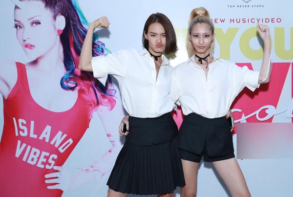 thuy-top-mac-sexy-gan-sung-trong-su-kien-6