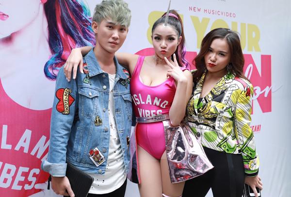 thuy-top-mac-sexy-gan-sung-trong-su-kien-7