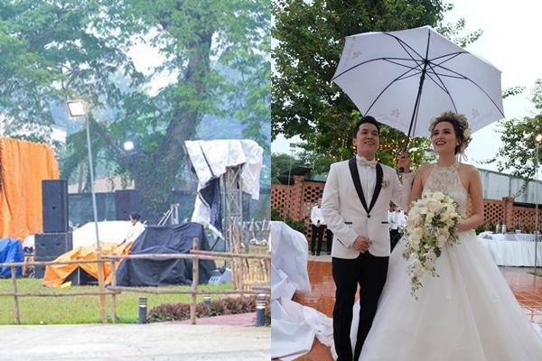 [Caption]Ngày 29/11/2015, đám cưới của hoa hậu Diễm Hương và ông xã Quang Huy được tổ chức trong không gian ngoài trời tại một khách sạn ở TP HCM. Tuy thiệp mời ghi đón khách lúc 15h30, nhưng đến gần 16h, không gian tiệc vẫn chưa trang trí xong. Ngay lúc cô dâu và chú rể xuất hiện, trời bất ngờ đổ mưa lớn, khách phải kéo vào trong sảnh khách sạn để trú mưa. Khi vợ chồng Diễm Hương chuẩn bị cử hành hôn lễ, cơn mưa nặng hạt tiếp tục trút xuống. Lúc này, cặp đôi quyết định thay đổi kịch bản lễ cưới. Khách mời sẽ dự tiệc tối trước và đợi sau khi ngớt mưa sẽ làm lễ trao lời thề nguyền.