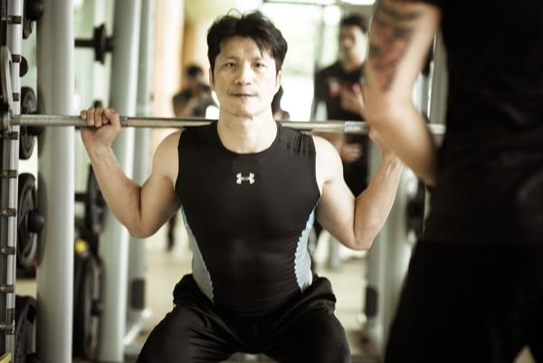thien-nguyen-giup-dustin-tap-luyen-cho-phim-hanh-dong-moi-3