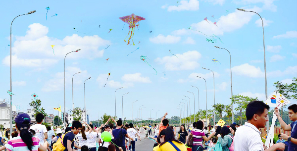 hang-tram-canh-dieu-mau-sac-bay-luon-tai-diamond-island-6