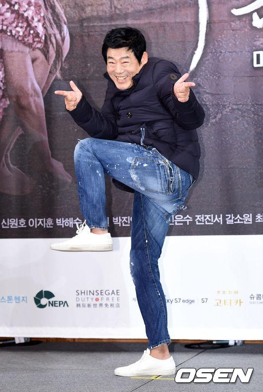 lee-min-ho-vat-va-lam-than-voi-mo-chanh-jeon-ji-hyun-9