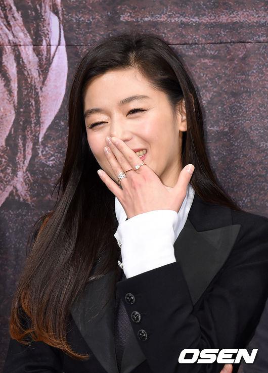 lee-min-ho-vat-va-lam-than-voi-mo-chanh-jeon-ji-hyun-5