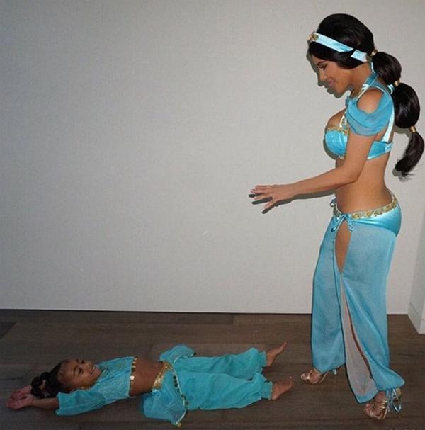 kim-kardashian-sexy-tro-lai-sau-thoi-gian-mac-kin-dao-1