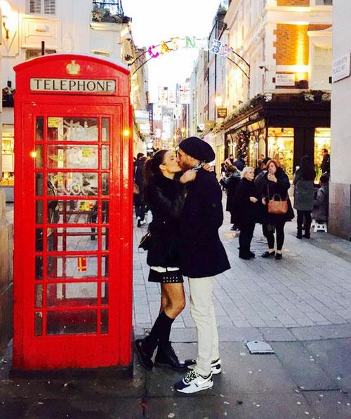 Ramos và bồ già khóa môi nồng nàn trên đường phố London.