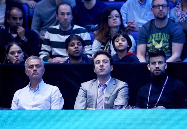 Con trai đỡ ốm, Pique sang London xem quần vợt hôm cuối tuần.