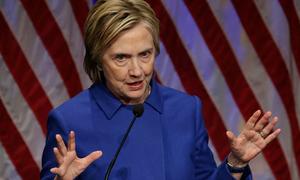 Bà Hillary trông mệt mỏi khi xuất hiện trước công chúng