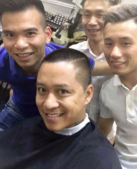 tuan-hung-hua-xuong-toc-neu-viet-nam-vo-dich-aff-cup-2016-1