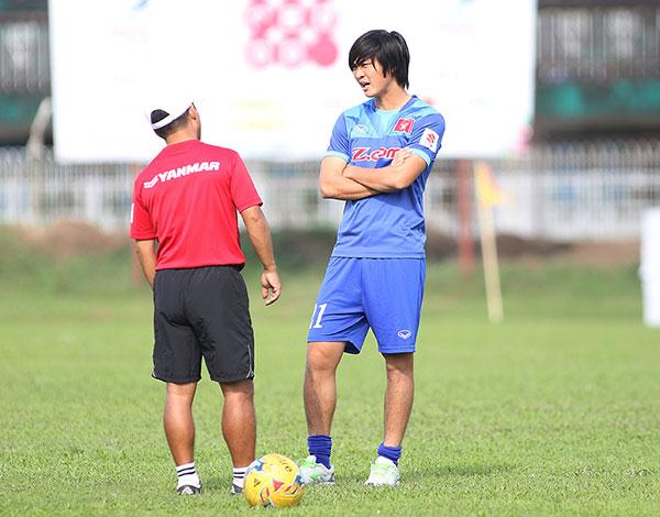 tuan-anh-duoc-nhieu-nguoi-dong-vien-khi-chia-tay-aff-cup-2016