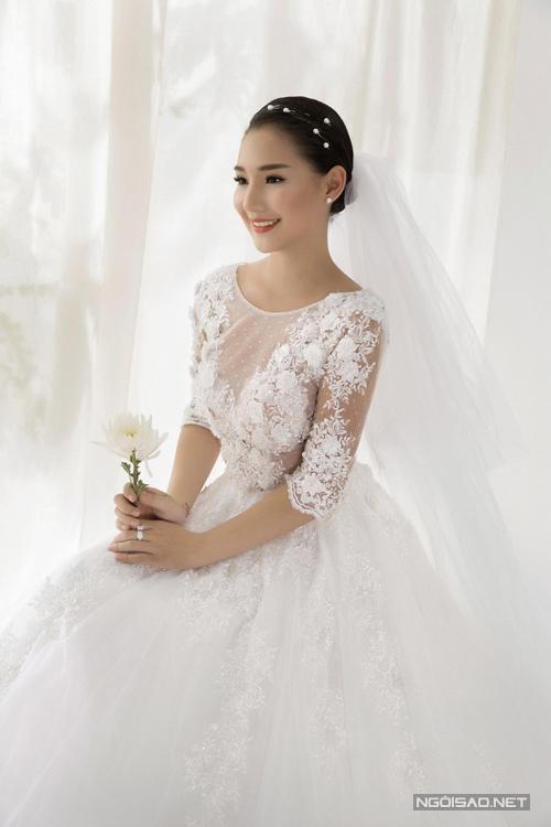 mac-anh-thu-kieu-oanh-khoe-dang-cung-vay-cuoi-long-lay-5
