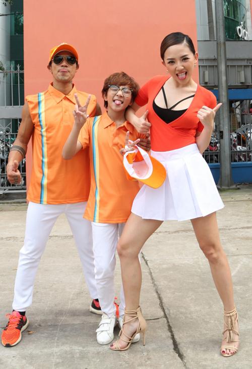 toc-tien-mac-vay-ngan-nhay-flashmob-cung-pham-anh-khoa