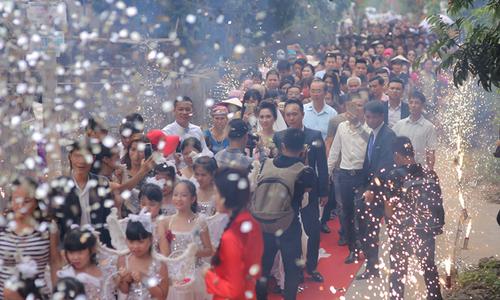'Bên trong' đám cưới bạc tỷ kéo dài 3 ngày của đại gia Hưng Yên