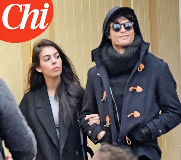 Siêu sao Real và bạn gái mới tay trong tay tại Paris.