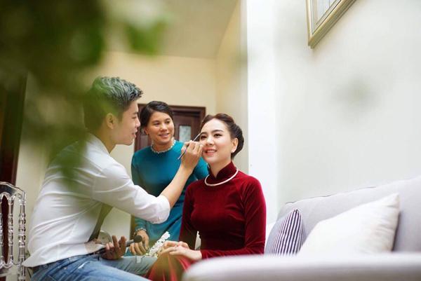 [Caption]Trưa 22/7, lễ dạm ngõ của cô gái thời tiết Mai Ngọc và bạn trai diễn ra tại nhà riêng ở Hà Nội sau hơn 10 năm bên nhau.