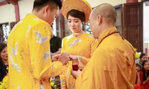 Lễ hằng thuận mùa thu tại chùa của cặp đôi Hà Nội