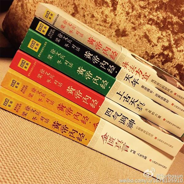 ton-le-dang-sieu-hanh-phuc-du-khong-ngung-chi-choe-4
