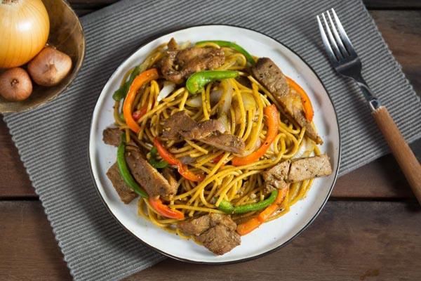 spaghetti-thit-lon-xao-tieu-den
