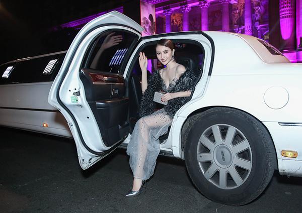 le-ha-ngoc-duyen-ngoi-xe-limousine-di-xem-show-victorias-secret-1
