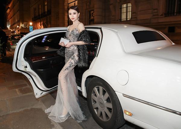 le-ha-ngoc-duyen-ngoi-xe-limousine-di-xem-show-victorias-secret-2