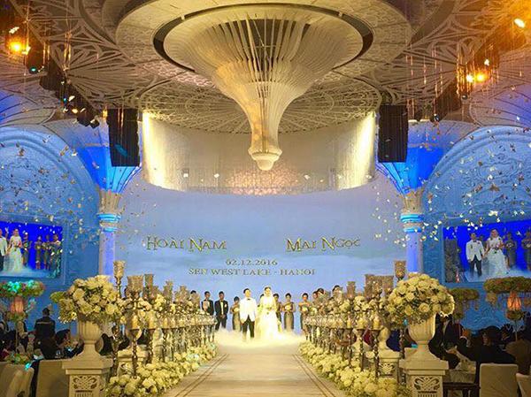 [Caption]Hội trường cưới được bài trí hoành tráng không kém các sân khấu ca nhạc