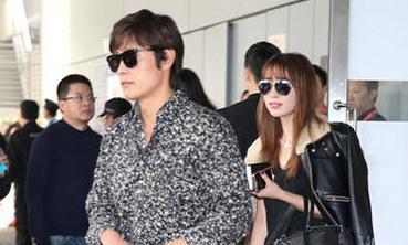 Lee Min Jung xuất hiện cùng chồng tại Hong Kong