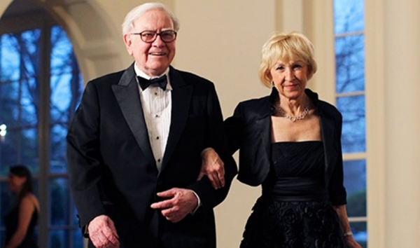 Warren Buffett is one of the worlds most famous investors. His fortune in November 2016 was more than $70 billion. He met Astrid in the 1970s when she worked as a waitress. The age difference between them is 16 years, proving that love conquers all.