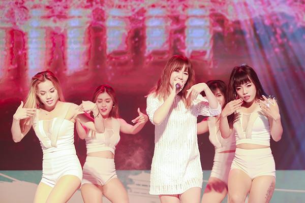 hari-won-mai-chay-show-truoc-tin-sap-cuoi-5