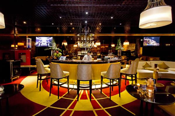 Với phong cách thấm đẫm văn hóa Việt tới từng chi tiết, 200 phòng của khu nghỉ dưỡng sở hữu thiết kế khác nhau, mang lại trải nghiệm nghỉ dưỡng thượng lưu giao hòa cùng thiên nhiên. Nhiều hạng mục trong khu nghỉ dưỡng cũng được đánh giá cao về nghệ thuật và dịch vụ như nhà hàng La Maison 1888 (sáng tạo bởi bếp trưởng ba sao Michelin Pierre Gagnaire) được CNN bình chọn là 1 trong 10 nhà hàng mới tốt nhất thế giới năm 2015, HARNN Heritage Spa - Spa mới tốt nhất thế giới của World Spa Awards 2015&  Nhờ đó, nhiều năm qua nơi đây trở thành điểm đến của các ngôi sao, chính trị gia và nhiều nhà tài phiệt nổi tiếng thế giới. Khu resort cũng được chọn để tổ chức các sự kiện gặp gỡ quan trọng trong Tuần lễ cấp cao APEC 2017 tại Đà Nẵng.