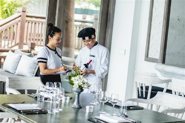 Lần thứ ba liên tiếp giành quán quân ở giải thưởng Oscar của ngành du lịch toàn cầu, InterContinental Danang Sun Peninsula Resort tiếp tục hiện thực hoá khát vọng của chủ đầu tư Sun Group là ghi danh Việt Nam trên bản đồ du lịch, nghỉ dưỡng sang trọng thế giới.