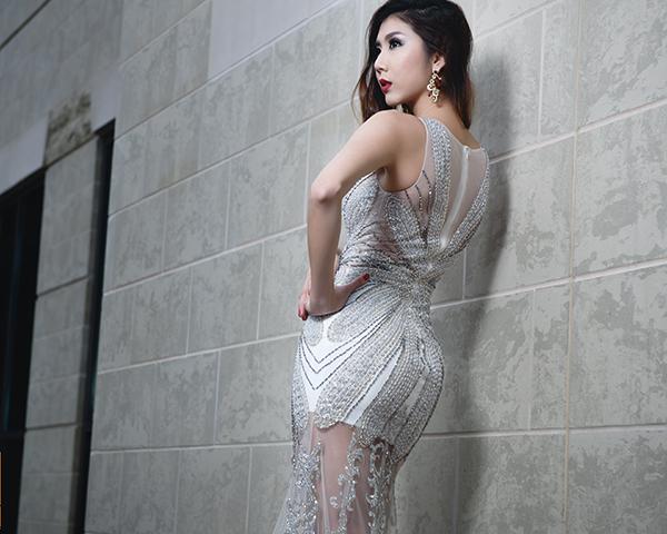 [Caption]Váy có thể sử dụng khi chụp ảnh cưới, đón khách trong tiệc cưới hay chào khách khi lễ cưới kết thúc.