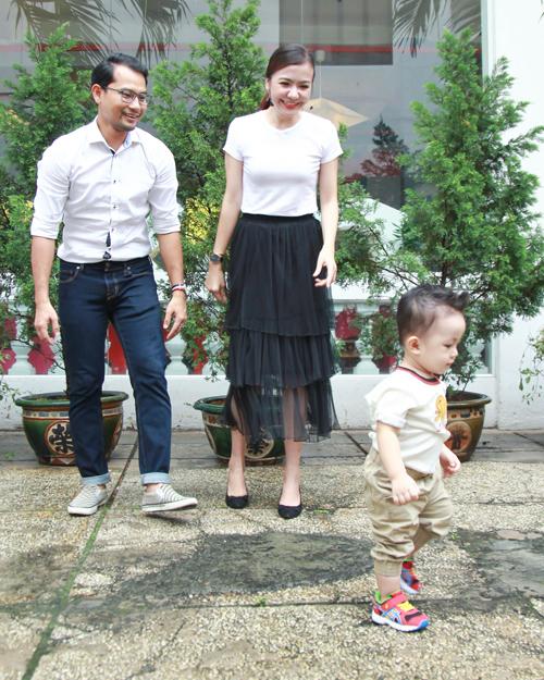 vo-chong-huynh-dong-dua-con-trai-khau-khinh-di-su-kien-2