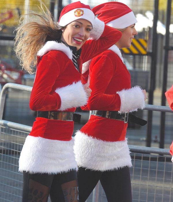 Ba nàng WAGs mặc đồ đỏ hưởng ứng cuộc thi chạy mỗi dịp Giáng sinh về.