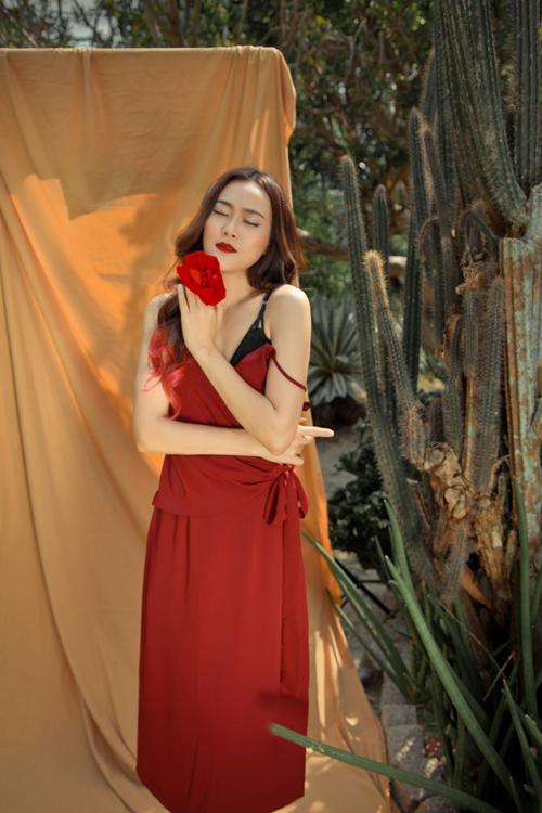 Màu sắc chủ đạo của mùa thu đông năm nay là sắc đỏ burgundy, màu nâu camel và màu xanh thạch anh.
