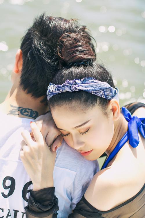 truong-quynh-anh-mac-ao-tam-sexy-au-yem-chong-tren-bo-bien-6