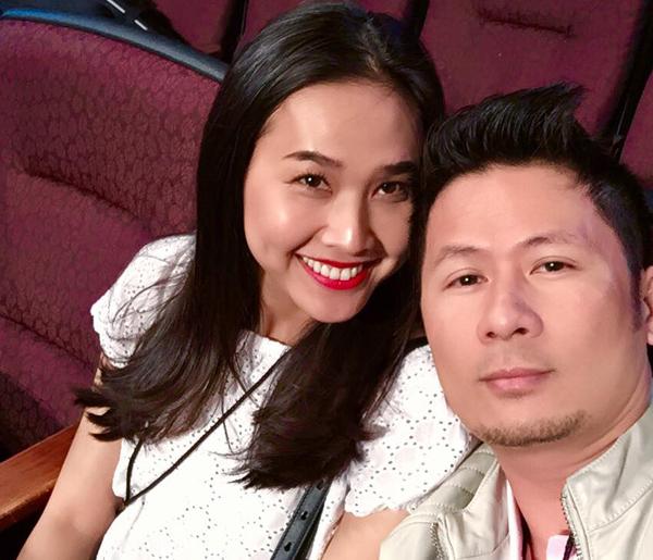 Bằng Kiều đăng ảnh cùng bạn gái sau khi lỡ tay xóa mất Facebook: Mình ơi add lại anh đi, please Dương Mỹ Linh. Cái tội unfriend bả, giờ phải năn nỉ).